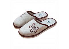 Pantofle filcové uzavřené, s hnědým ornamentem