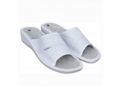 Dámské pantofle na klínku bílé